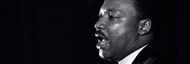 Martin Luther King bei seiner letzten, visionären Rede, die er am Abend des 3. April 1968 in Memphis hielt: »Ich habe das gelobte Land gesehen. Vielleicht werde ich nicht mit euch dorthin gehen können...« Einen Tag später wurde er ermordet. (Foto: pa/AP/Kelly)
