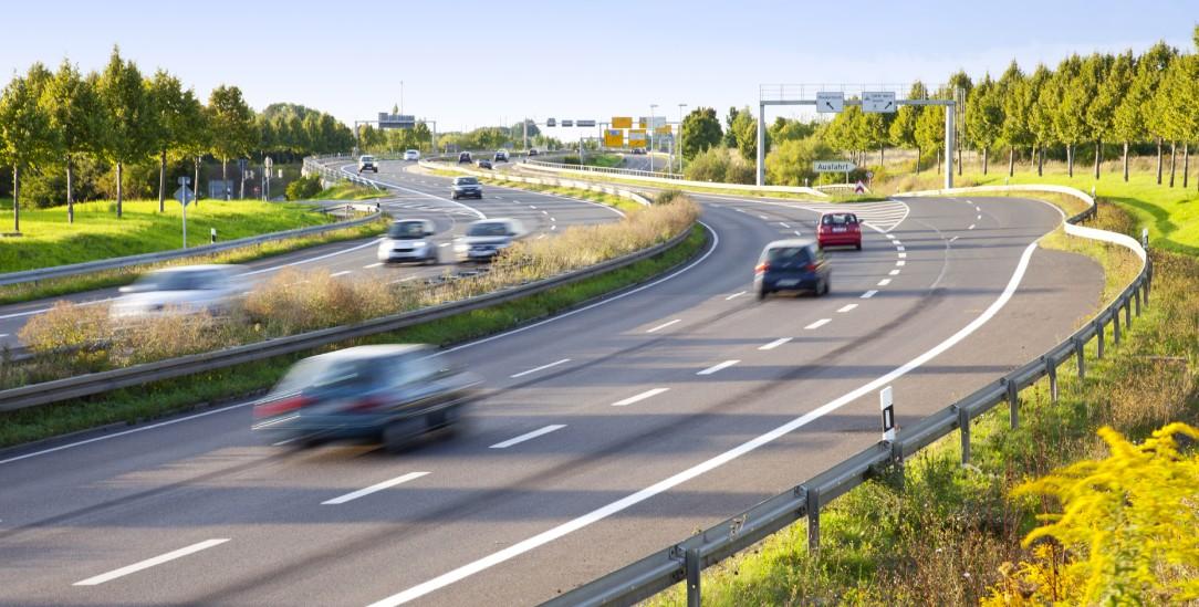 Streitpunkt Autobahn: Fluch oder Segen? (Foto: istockphoto/Bertlmann)