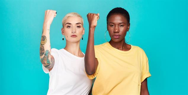 Eintreten für Frauenrechte: Was das heißt, ist für Schwarze und für weiße Frauen verschieden, weil sich ihre Erfahrungen und oft ihre sozioökonomische Situation fundamental unterscheiden. (Foto: istockphoto/PeopleImages)