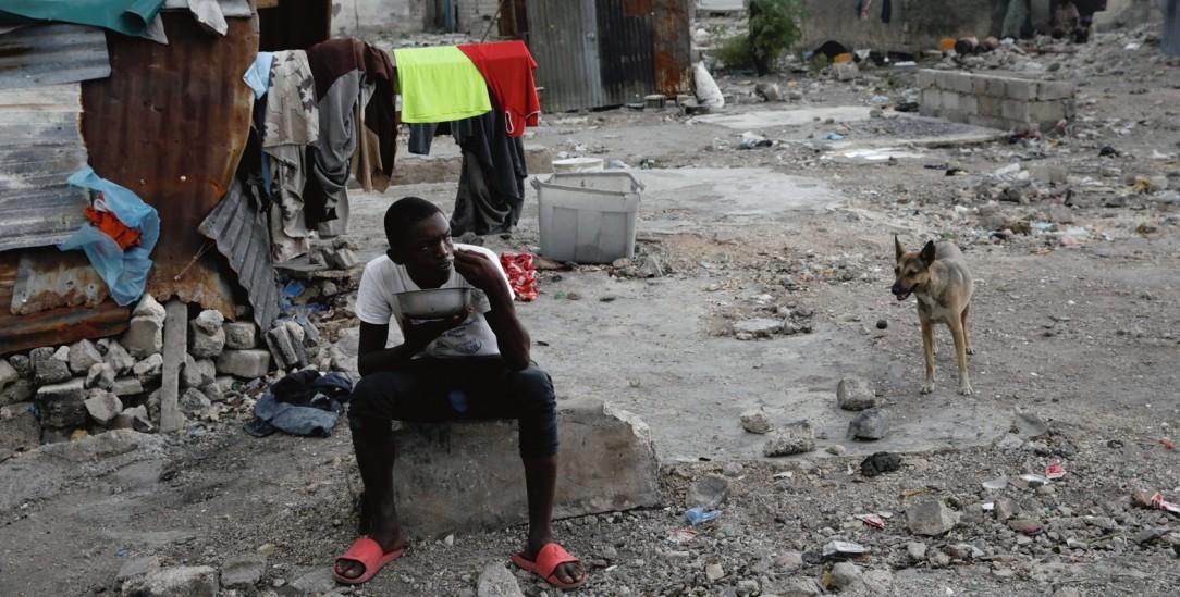 Viele Erdbebenopfer in Haiti leben 10 Jahre nach dem Erdbeben weiter in Behelfsunterkünften wie dieser in Port-au-Prince (Foto: pa/reuters/Andres Martinez Casares)