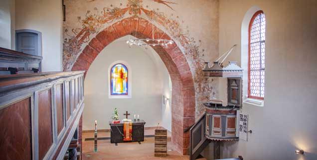 Ein stolzes Ergebnis: Nur weil sie intensiv um Spenden warb, konnte die evangelische Gemeinde in Wiesbaden-Kloppenheim  ihre Kirche aufwendig sanieren (Foto: Sawert)