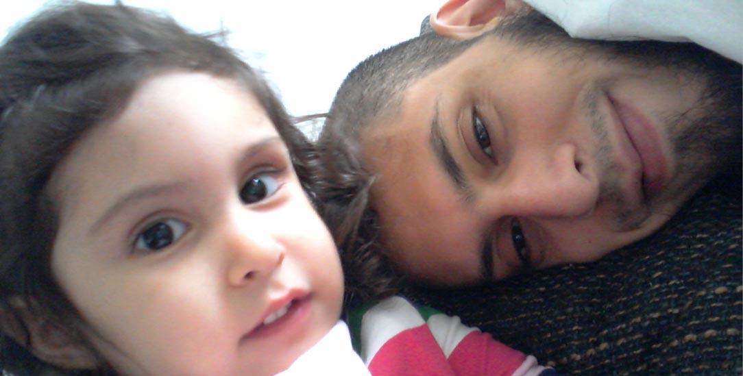 Ein Bild aus glücklicheren Zeiten: Danisch Farooqi kämpft für die Rückkehr seiner inzwischen achtjährigen Tochter aus Syrien (Foto: privat)