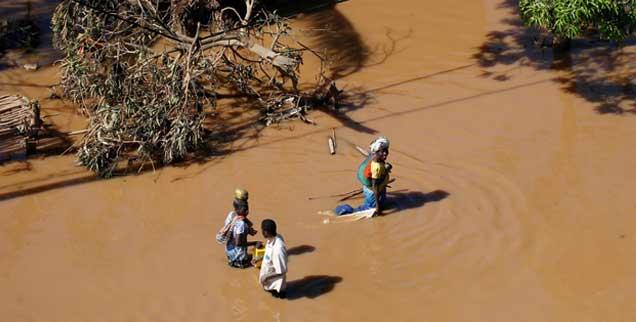 Wasser, wohin man sieht: Teile von Mosambik sind infolge des Zyklons Idai überschwemmt, die Hafenstadt Beira ist fast völlig zerstört, auch Simbabwe und Malawi sind von der Katastrophe betroffen, fast zwei Millionen Menschen brauchen Nothilfe (Foto: pa/reuters/Sibeko)
