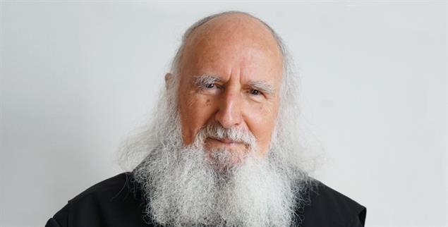 Dankbar im Augenblick: Der Benediktiner Anselm Grün (Foto: Schneider)