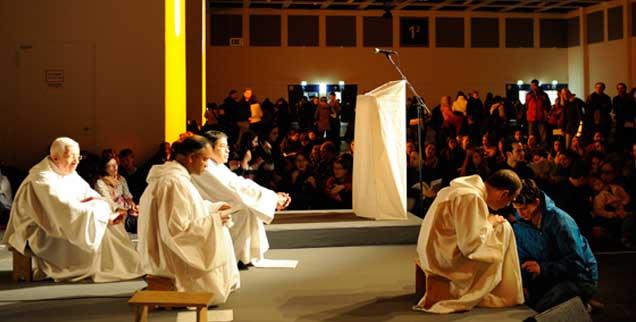 Brüder von Taizé beim Europäischen Jugendtreffen in Berlin zum Jahreswechsel 2011/2012: Wieviel ökumenischer Geist ist noch übrig? (Foto: Ruettimann)
