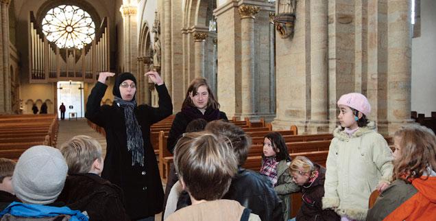 Muslimische mädchen aus christlichen jungen