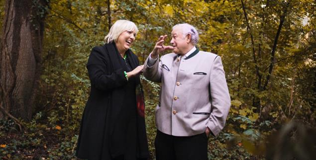 Zwei, die gut miteinander können: Claudia Roth (Grüne) und Günther Beckstein (CSU). (Foto: Heinzlmeier)